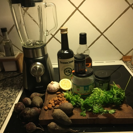 Ingredienser til rødbedepesto